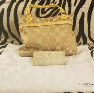 Coach Poppy signature satin in sunflower yellow